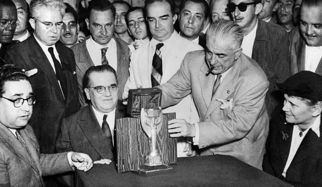 كأس جول ريمي قبل انطلاق بطولة العالم الرابعة حسب السجلات الرسمية في 1950
