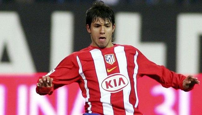 أجويرو حينما كان لاعبًا في أتلتيكو مدريد