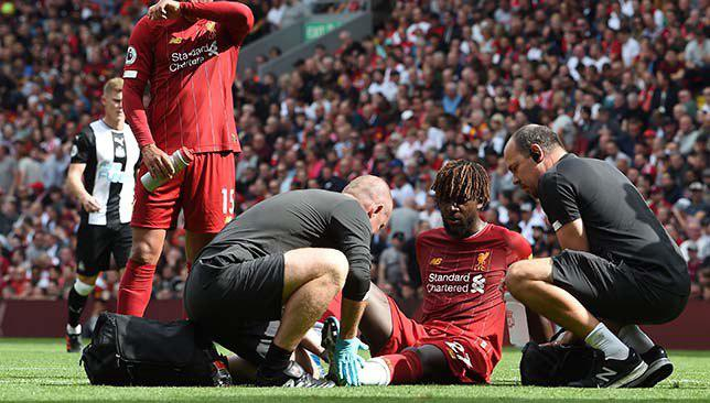 أوريجي يتلقى العلاج على أرض الملعب