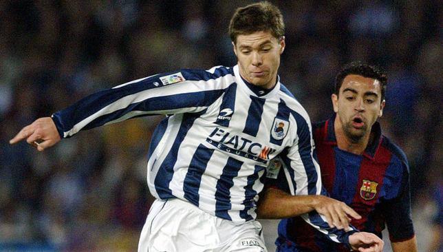 تشابي ألونسو بقميص ريال سوسيداد يواجه تشافي هيرنانديز