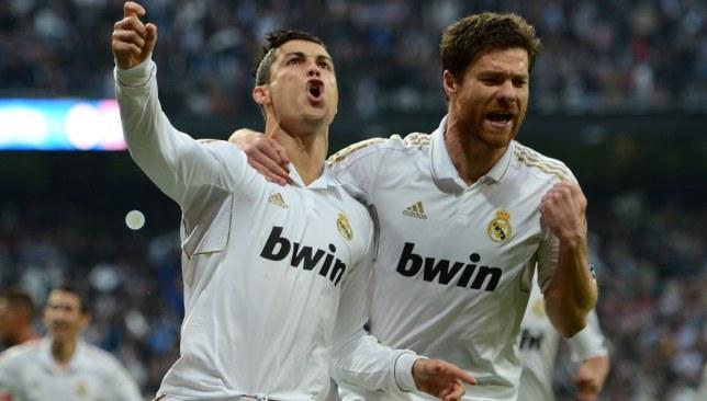 تشابي ألونسو بجانب رونالدو في ريال مدريد