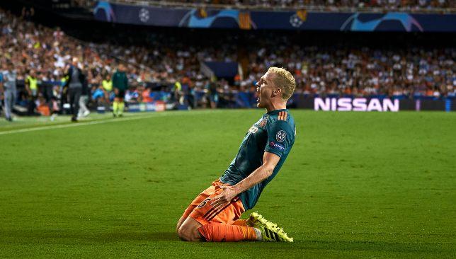 فان دي بيك لاعب أياكس الهولندي