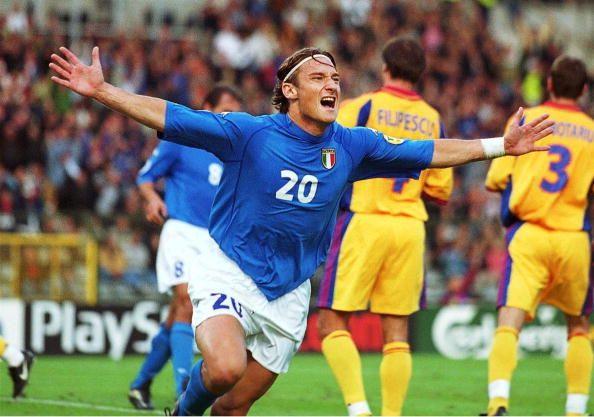 توتي مع منتخب إيطاليا في كأس الأمم الأوروبية 2000 بعمر الـ24 عاماً