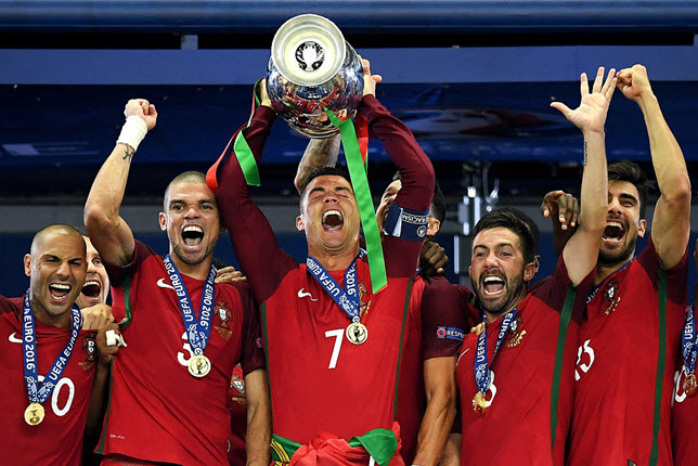 كريستيانو رونالدو يتوج بلقب يورو 2016