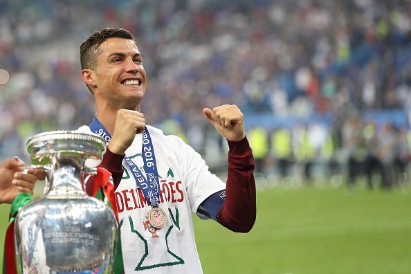 رونالدو يحتفل مع البرتغال بأمم أوروبا 2016