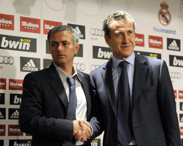 خورخي فالدانو يصافح جوويه مورينيو في ريال مدريد