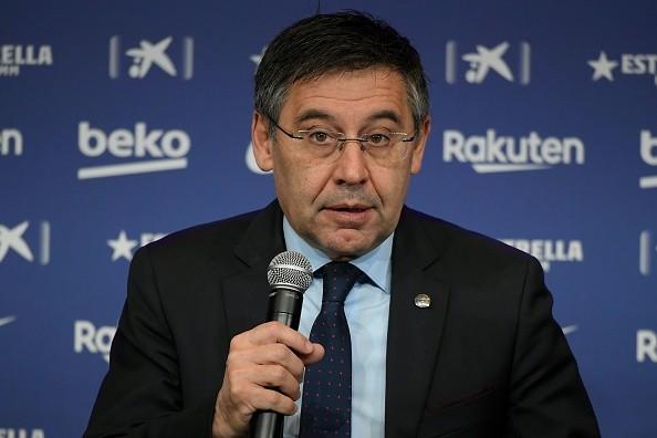 بارتوميو رئيس برشلونة في المؤتمر الصحفي لتقديم سيتيين كمدرب بدلاً عن إرنيستو فالفيردي