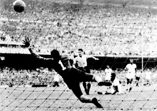 خوليو ألبيرتو تشيافينو أحد نجوم بينارول وصاحب هدف فوز الأوروجواي بكأس العالم 1950 على حساب البرازيل