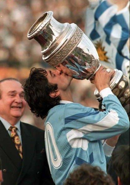 إينزو فرانشيسولي أحد النجوم اللامعة في الكرة الأوروجويانية حقق لقب كوبا أميركا 3 مرات