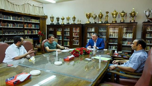 صورة من اجتماع الخطيب مع فايلر وعبد الحفيظ اليوم
