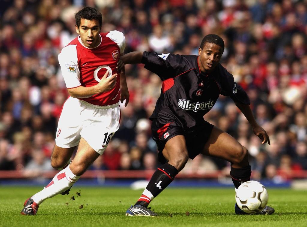 Kevin Lisbie of Charlton Athletic and Giovanni van Bronckhorst of Arsenal