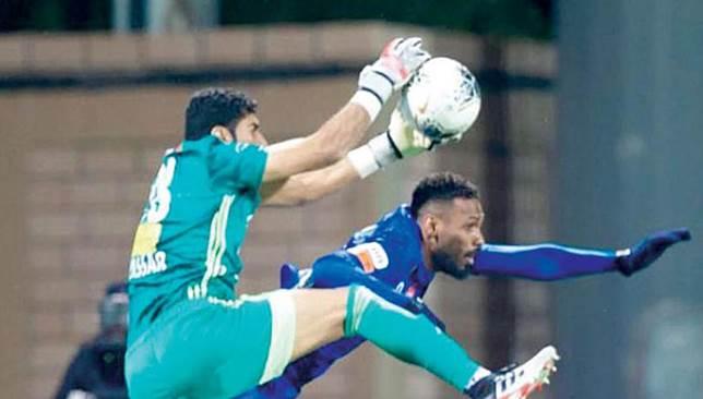 أخبار الدوري السعودي : حارس الفيصلي يشكك في إمكانية فوز الهلال بلقب الدوري السعودي