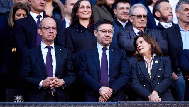 برشلونة يجر نائب بارتوميو إلى المحاكم