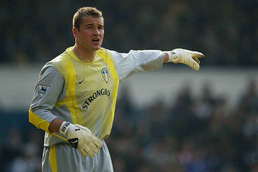 Paul Robinson of Leeds United signals to a team mate