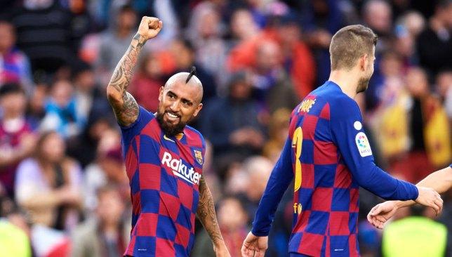 فيدال يشكو من ضغط الإعلام على نجوم برشلونة في حالة الإخفاق