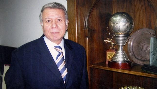 كم بطولة حققها النادي الأهلي في عهد وزير الدفاع حسن حمدي؟